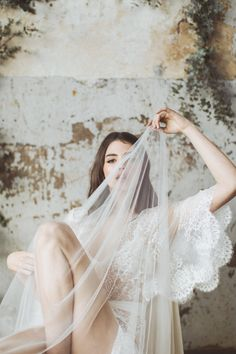 JAn urban organic lace bridal boudoir session that will be great inspiration for minimalist, modern brides. You'll love the lace details from this elegant bridal photo session.  #bridalboudoir  #bridalsession  #lacebridalboudoir  #organicbrideinspiraiton
