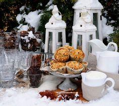 Store saftige blåbærmuffins med havrecrumble - Franciskas Vakre Verden Muffins, Table Decorations, Baking, Furniture, Home Decor, Muffin, Decoration Home, Room Decor, Bakken