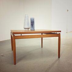 Demnächst bei www.19west.de: ein Teak Coffee Table aus den Sechzigern entworfen von Finn Juhl. #19west #sixties #tables #teak #design #designclassic #danishdesign #danish #furniture #furnituredesign #modern #midcenturymodern #minimal #modernist #möbeldesign #vintage #retro #interiordesign #interior