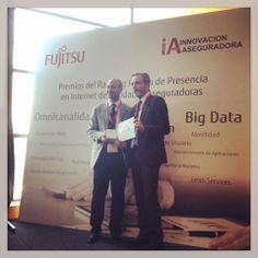 Hemos sido galardonados con un Premio del Ranking Fujitsu de Presencia en Internet de Entidades Aseguradoras, en la categoría de Redes Sociales. Os dejamos una foto del momento en el que Antonio Quintanar, nuestro Jefe de la Unidad de Internet, lo recoge. ¡Gracias a todos por hacerlo posible!