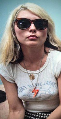 Deborah Debbie Harry of Blondie fame Blondie Debbie Harry, Female Rock Stars, Evolution Of Fashion, Stevie Nicks, Female Singers, Vintage Hollywood, Punk Fashion, Blondies, Musica