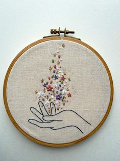 Simple Embroidery Designs, Hand Embroidery Patterns Free, Hand Embroidery Projects, Embroidery Stitches Tutorial, Embroidery Flowers Pattern, Embroidery Hoop Art, Embroidery Sampler, Indian Embroidery, Vintage Embroidery