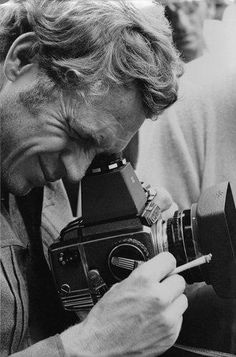"Steve McQueen-behind the lens On this day in we lost the ""King of Cool."" So in his memory, today's second über-cool celebrity with an über-cool camera: STEVE McQUEEN and his Zenza Bronica medium format roll-film camera! Steve Mcqueen, Old Cameras, Vintage Cameras, Vintage Photos, Canon Cameras, Canon Lens, Robert Frank, Film Photography, White Photography"
