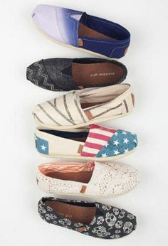 TOMS are comfortable shoes that I love to wear.Not only that, they are perfect for the weather, they're perfect for any wardrobe. Besides, just because it's cold outside doesn't mean you can't look hot! Don't miss your chance to get a pair of TOMS shoes! #zulily #tomsboots #boots