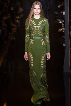 Elie Saab Fall 2015 Ready-to-Wear Collection Photos - Vogue Glamour Fashion, Vogue Fashion, Fashion Week, Runway Fashion, High Fashion, Fashion Show, Fashion Design, Paris Fashion, Style Couture