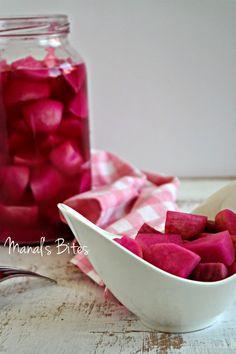Manal's Bites: مخلل اللفت ورغيف كرات خبز الثوم Pickles Turnips and Pull apart Garlic loaf