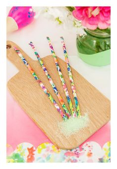 Floral paper straws. Make a clolourful cocktail even more colourful! #PaperStraws