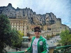 Monasterio de Montserrat Spain #tbt #throwbackthursday #barcelona #españa #spain #eurotrip #europe #travel #trip #vacation #instatravel #instatravelling #travelgram #tourist #instapassport #mochileiros #essemundoenosso #vocenomundo #viajarfazbem #tripaddicts #trippics #viajenaviagem #almadeviajante #viajologoexisto #vamospraonde #blogmochilando #destinosimperdiveis #viajandopelomundo #wanderlust #viajandopeloMD by br_brum