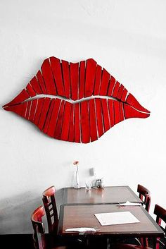 DIY Wall Art Ideas from Pallets - Red Lips Wall Decor