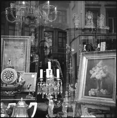 A Photo by mimifleuri - Lomography. Inspired by Vivian Maier. Black and white Self portrait lubitel 2 Vivian Maier, Lomography, Street Photography, Artists, Mood, Paris, Black And White, Inspired, Portrait