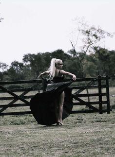 Dark beauty . Girl photo shoot . Movement