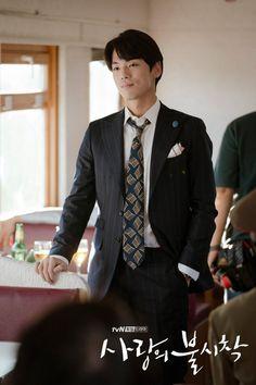 Crash Landing on You (사랑의 불시착) - Drama - Picture Gallery Kim Joong Hyun, Jung Hyun, Lee Jung, Handsome Korean Actors, Handsome Boys, Netflix, Celebrity Drawings, Hyun Bin, Korean Star