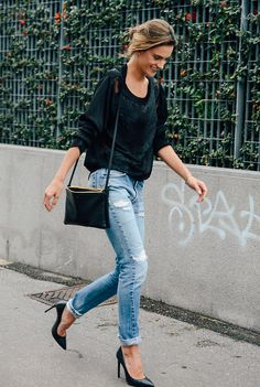 -skinny jeans  -slouchy sweater  -pointed shoes  -purse with sling