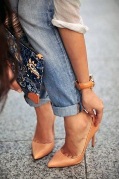 Love the rolled jean and heel look
