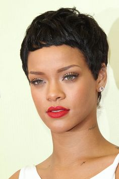 Rihanna with a pixie crop Rihanna Hairstyles, Pixie Hairstyles, Celebrity Hairstyles, Brunette Hairstyles, Weave Hairstyles, Rihanna Short Hair, Short Cropped Hair, Short Hair Cuts For Women, Short Hairstyles For Women