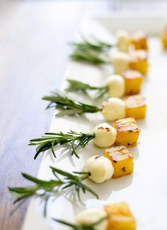 Rosemary Pineapple Mozzarella Adorable Mini Skewer Appetizers for Your Memorial Day Party via Brit + Co One Bite Appetizers, Skewer Appetizers, Appetisers, Appetizers For Party, Appetizer Recipes, Tropical Appetizers, Gourmet Appetizers, Antipasto Platter, Gourmet Desserts