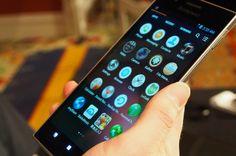 Lenovo K900  El Lenovo K900 es el primer smartphone en incorporar el nuevo chip de doble núcleo Atom de Intel. Este dispositivomonta un panel IPS de 5.5 pulgadas con resolución 1080p Full HD.