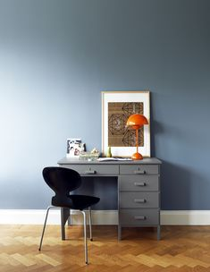 love this home office Like the wall color Top 12 Living Rooms by Candice Olson : Rooms : Home & Garden Television Cute office Orange Lamps, Scandinavia Design, Home Office Space, Desk Space, Office Desk, Home And Deco, Blue Walls, Interiores Design, Home Remodeling