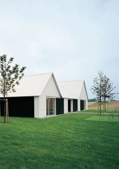 Baron House located in Skåne, Sweden by John Pawson. The site of this vacation house in rural southern Sweden came with a conventional arrangement of farm… Residential Architecture, Contemporary Architecture, Interior Architecture, Ancient Architecture, John Pawson Architect, Sweden House, Modern Barn House, Alvar Aalto, Exterior Design