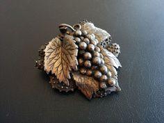 Vintage Brooch Pin Grape Cluster Leaf Fruit Antiqued Silver Tone 3465