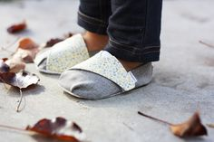 Homemade Toast: TOMS-inspired Baby and Toddler Shoes - Free Pattern and Tutorial