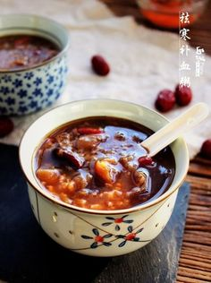 Chinese Sweet Congee for Anti-cold and Replenishing Blood (sweet congee with peanuts, red beans, dried longans, wolfberries and dried jujubes) 怯寒補血粥
