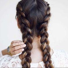 KLASSISK: Franske fletter passer til de fleste med langt hår. Både unge og eldre. Alle foto: emilietommerberg.com