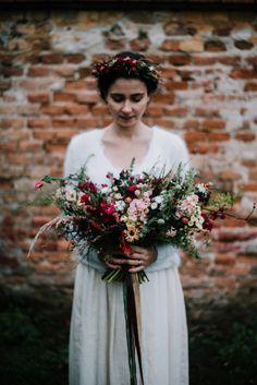 svatební kytice loukykvět Table Settings, Wedding Photography, Weddings, Life, Wedding, Place Settings, Wedding Photos, Wedding Pictures, Marriage