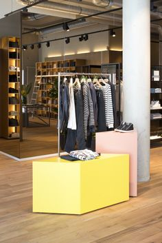 Tangram inspired display units in fresh colours at Closed fashion store Oldenburg by PHILIPP MAINZER (2015). Photo: Philipp Mainzer #concrete #oak #materialmix #pastel