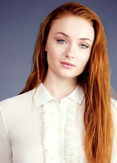 The Meaning Behind Sophie Turner's Growing Tattoo Collection – Celebrities Woman Maisie Williams Sophie Turner, Spohie Turner, Pretty People, Beautiful People, Sansa Stark, Beautiful Redhead, Beautiful Actresses, Redheads, Red Hair