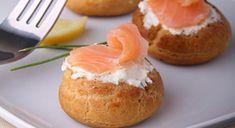 Bignè salati al salmone affumicato #menunatale #ricettenatale #salmone #antipasto #aperitivo #natale #ricettefacili