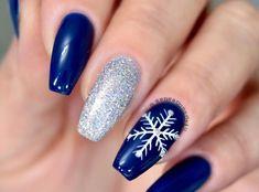 The best festive nail art ideas this Christmas - Nailart Guru Winter Nail Designs, Christmas Nail Designs, Short Nail Designs, Acrylic Nail Designs, Nail Art Designs, Easy Designs, Blue And Silver Nails, Christmas Gel Nails, Nailart