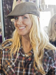 Cari Cucksey, star of HGTV's Cash & Cari, shares her top tips to keep in mind the next time you're shopping a flea market or estate sale.