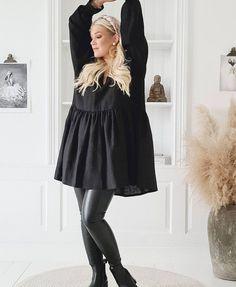 "BYPIAS sanoo Instagramissa: ""Love of linen ♡ #bypias #sustainablefashion #loveoflinen #linenclothes #fakeleatherleggins #sassyleggins #styleinspo #fashion"" Tunic Designs, Dress Outfits, Dresses, Sustainable Fashion, Autumn Fashion, Bell Sleeve Top, Skirts, Clothing, Instagram"