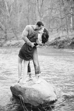 Best Engagement Shoot Poses, Favorite Poses for Engagement Shoots, Engagement Shoot Photo Inspiration, Natalie Franke Photography