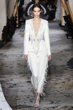 haute couture fashion Archives - Best Fashion Tips White Fashion, Look Fashion, 90s Fashion, Fashion Brands, Spring Couture, Haute Couture Fashion, Zuhair Murad, Boutique, Ideias Fashion