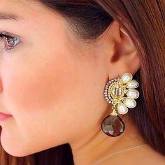 ☀️☀️☀️PG☀️☀️☀️ Aretes con perlas y gota cuarzo ahumado #patriciagarciaaccesorios #chapadeoro #handmadejewelry #diseñomexicano #mexicocreativo #joyeriaartesanal #fashion #style #mexico #losmochis #lmm #accesorios #hechoamano