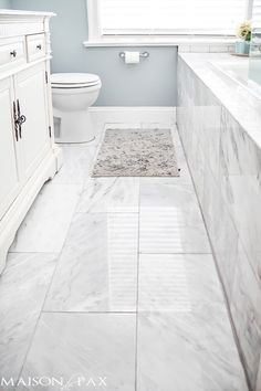 Tips for Designing a Small Bathroom I love this bathroom! Gorgeous finishes and brilliant ideas for space-efficient solutions at I love this bathroom! Gorgeous finishes and brilliant ideas for space-efficient solutions at Marble Tile Bathroom, Bathroom Floor Tiles, Bathroom Renos, Bathroom Renovations, Bathroom Ideas, Marble Tiles, Bath Ideas, Bathroom Layout, Tile Layout