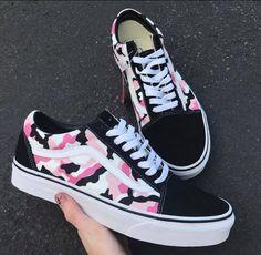 Pink Camo Vans, School starts in 3 months, which Cute Sneakers, Vans Sneakers, Sneakers Workout, Girls Sneakers, Vans Old Skool, Vans Shoes Fashion, Custom Vans Shoes, Cool Vans Shoes, Cute Vans