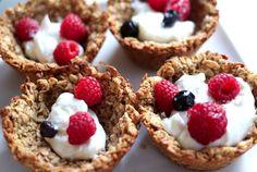 mini-taças de aveia e banana com iogurte: um pequeno-almoço...