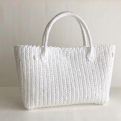 Knit Crochet, Crochet Bags, Crochet Ideas, Straw Bag, Tote Bag, Knitting, Creema, Chrochet, Glamour