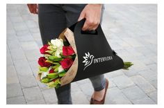 rebrand introduces a modern and personal feel to this established flower delivery service, aiming to attract a wider market. The design represents a graceful and elegant brand which networks globally, delivering beautiful floral gifts. Flower Shop Design, Flower Designs, Floral Design, Flower Bag, Flower Boxes, Flower Delivery Service, Gift Delivery, How To Wrap Flowers, Flower Packaging
