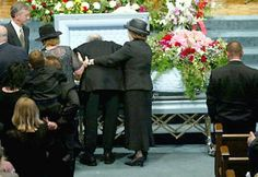 Johnny cash giving his last goodbye to his june     My heart just broke for him........KAT