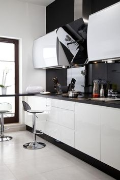 Discover recipes, home ideas, style inspiration and other ideas to try. Kitchen Room Design, Kitchen Dinning, Kitchen Cabinet Design, Interior Design Kitchen, Kitchen Decor, Modern Kitchen Cabinets, Kitchen Flooring, Stairs In Living Room, Contemporary Kitchen Design