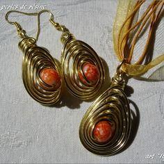 Parure fantaisie pendentif et boucles d'oreille perles de résine