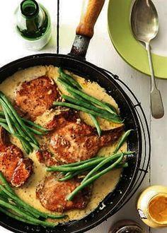 Pork Chops with Creme Fraiche and wholegrian mustard Pork Recipes, New Recipes, Dinner Recipes, Favorite Recipes, Healthy Recipes, Dinner Ideas, Creme Fraiche, Pork Chops, Quick Easy Meals