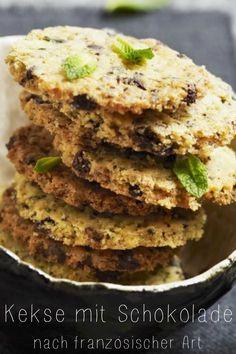 Kekse nach französischer Art mit Schokolade mit feiner Minze und Haselnüssen | Zeit: 30 Minuten | http://eatsmarter.de/rezepte/kekse-nach-franzoesischer-art-mit-schokolade