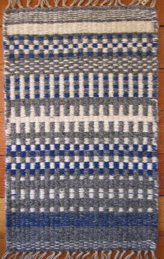 A sample of Krokbragd weaving for the Guild of Canadian Weavers Tests. Krokbragd is woven on a three shaft point twill threading. I used Irish Linen for the warp sett at 5 doubled EPI, t… Inkle Weaving, Weaving Tools, Weaving Projects, Weaving Art, Tapestry Weaving, Hand Weaving, Motifs Textiles, Weaving Textiles, Loom Knitting Patterns