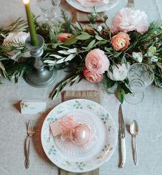 """Glitter Guide on Instagram: """"Today on #GlitterGuide check out this beautiful, feminine tablescape by @emthegem for her holiday girls' dinner party. She also worked with @kitchit on a delicious meal. If you're in the San Francisco Bay Area you can try @kitchit at 25% off using code """"FINEDINE""""'"""""""