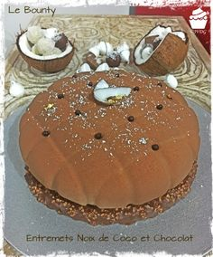 Le Bounty (Entremets Noix de Coco et Chocolat) – Je Veux des Gourmandises Torte Cake, Cake & Co, Chocolate Mousse Cake Filling, Number Cakes, Cake Fillings, Pastry Shop, French Pastries, Cupcake Cakes, Cake Recipes